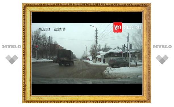 """Туляки взяли моду ездить на """"красный мигающий"""""""