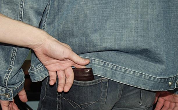 В Туле поймали карманника, который «работал» в общественном транспорте