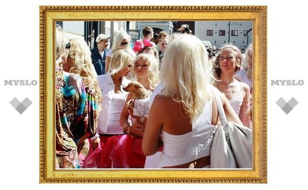 Тульские блондинки отмечают праздник