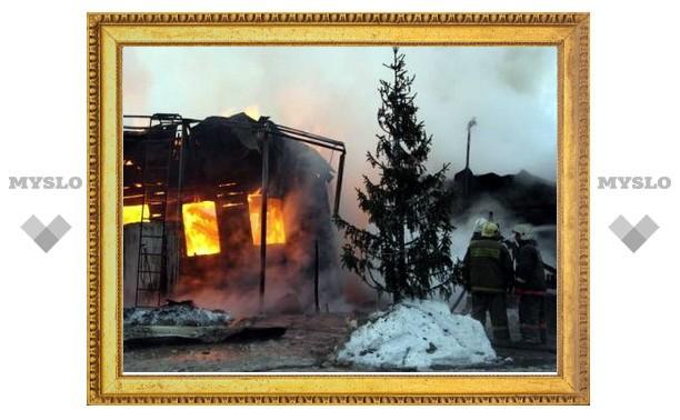 """В Тульской области ночью сгорело кафе """"Дача"""""""