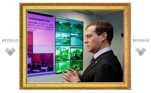 Медведев разрешил общественному совету проверять милиционеров