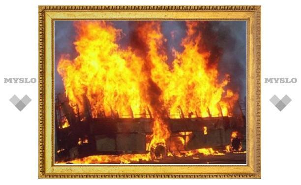 Под Тулой сгорел пассажирский автобус из Липецка