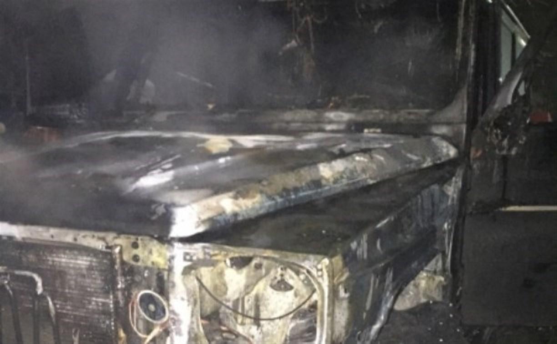 Ночью на ул. Ложевой сгорел «Гелендваген»