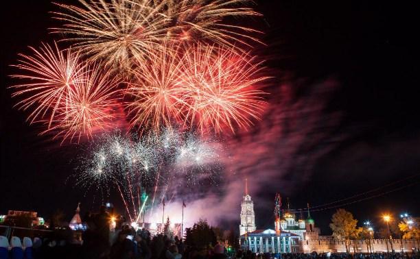 Праздничный концерт и салют в Туле: фоторепортажи и видео