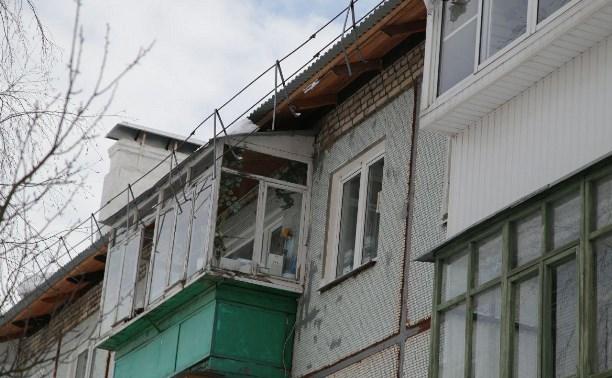 В тульском поселке Молодежный обрушилось ограждение кровли жилого дома