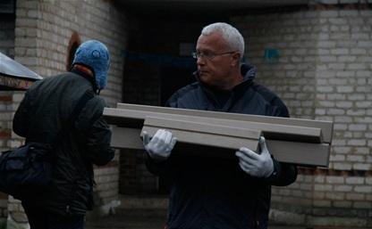 Миллиардер Александр Лебедев освоил бензопилу