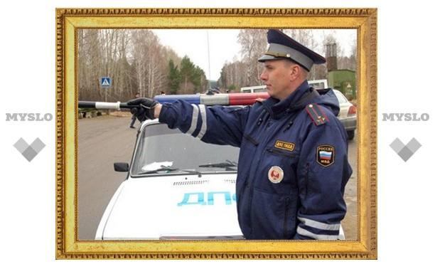 Под Тулой инспектора ДПС прокатили на капоте