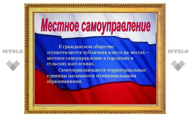 Владимир Груздев поздравил чиновников с профессиональным праздником