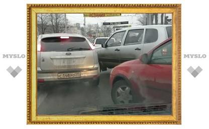 На перекрестке ул. Станиславского и пр. Ленина в Туле сломался светофор
