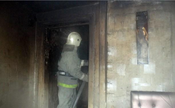 Ночью на пожаре в Суворове пострадал человек