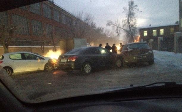 На ул. Мосина столкнулись три автомобиля