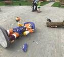 В сквере в Донском вандалы разгромили фигурки мультяшных героев