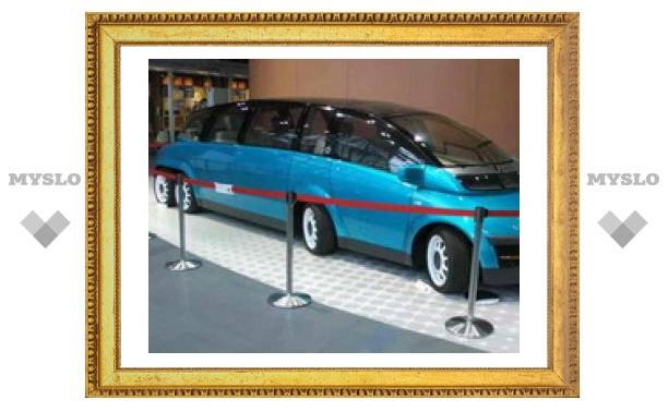 8-колесный 3-тонный электрический лимузин KAZ способен развивать скорость более 300 км/ч.