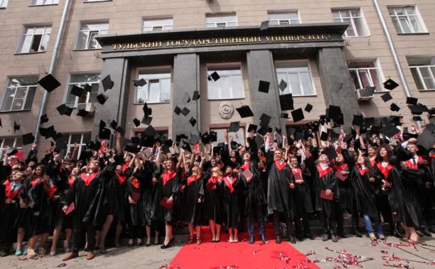 Владимир Груздев вручил дипломы тульским магистрам