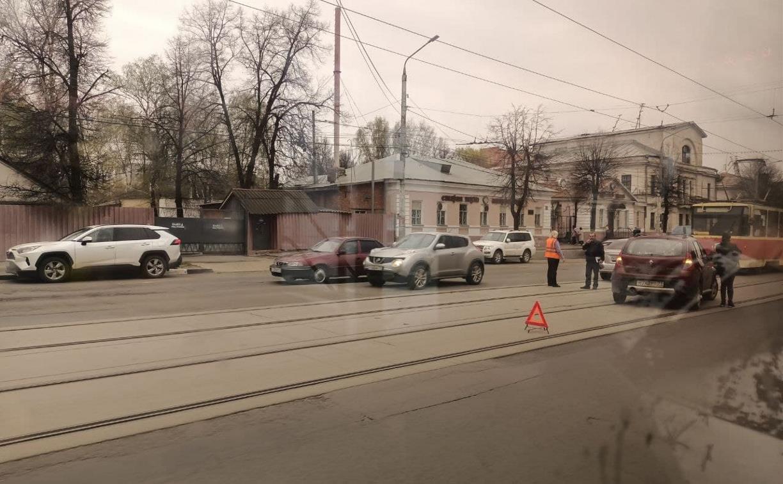 В Заречье из-за мелкого ДТП встали трамваи