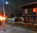 В Туле «десятка» сбила светофор, врезалась в дом и перевернулась