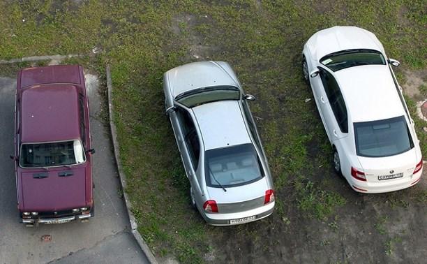 В Туле автомобилистов штрафуют за парковку на газоне