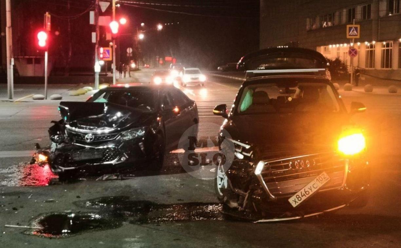 Возле тульского цирка жестко столкнулись Toyota и Audi