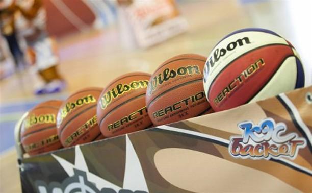 В Туле школы наградили баскетбольными мячами