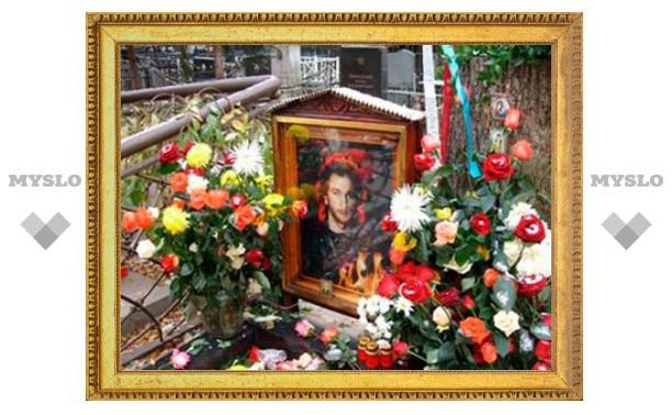 Губернатор Тульской области возложил цветы на могилу Игоря Талькова