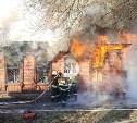 В Туле на ул. Оборонной загорелся дом с петардами и фейерверками: фото и видео
