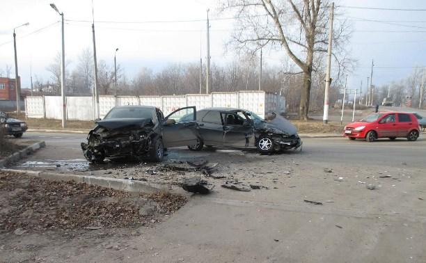 В лобовом ДТП в Алексине серьёзно пострадал мужчина