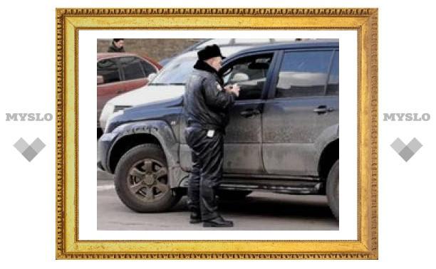 """У водителей """"крутых"""" иномарок изъяли документы на право нарушать ПДД с подписью руководства ГИБДД"""