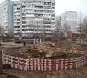 Провал грунта в тульском дворе: специалисты заменят 8 метров поврежденной трубы