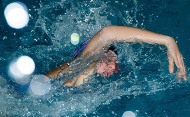 В Новомосковске определяют сильнейших пловцов региона