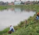 Рыболовы-любители собрались на набережной Дрейера