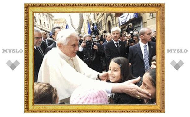 Бенедикт XVI разделил трапезу с бездомными Рима