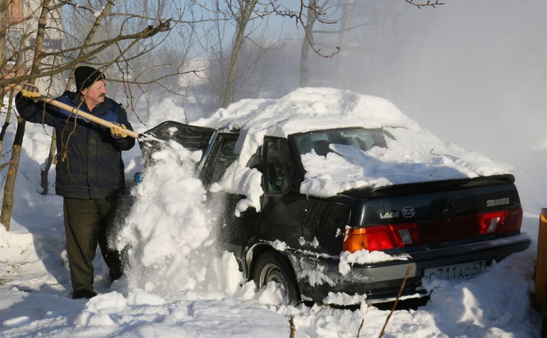 Предприимчивый туляк готов всем желающим очистить авто от снега