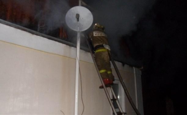 В Плавске огонь уничтожил крышу дома