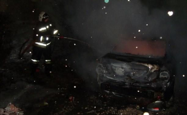 Ночью в Ленинском сгорели две иномарки