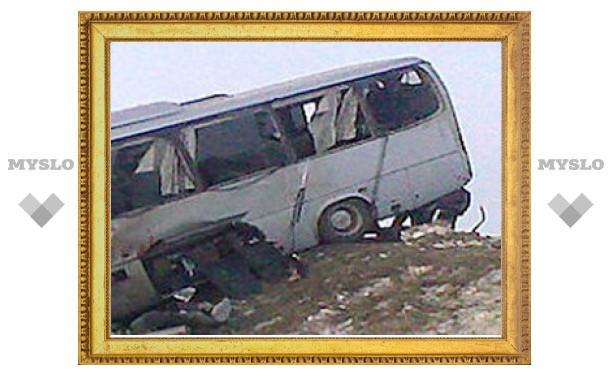 Под Тулой пассажирский автобус столкнулся с грузовиком