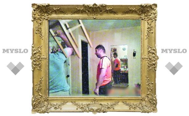 В Тулу вернулись лихие 90-е: В Алексине директор фирмы выбивал долги табуреткой