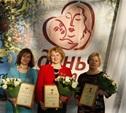 В преддверии Дня матери многодетным и приёмным матерям вручили почетные знаки «Материнская слава»