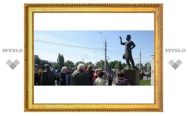 В Туле установили памятник Левше