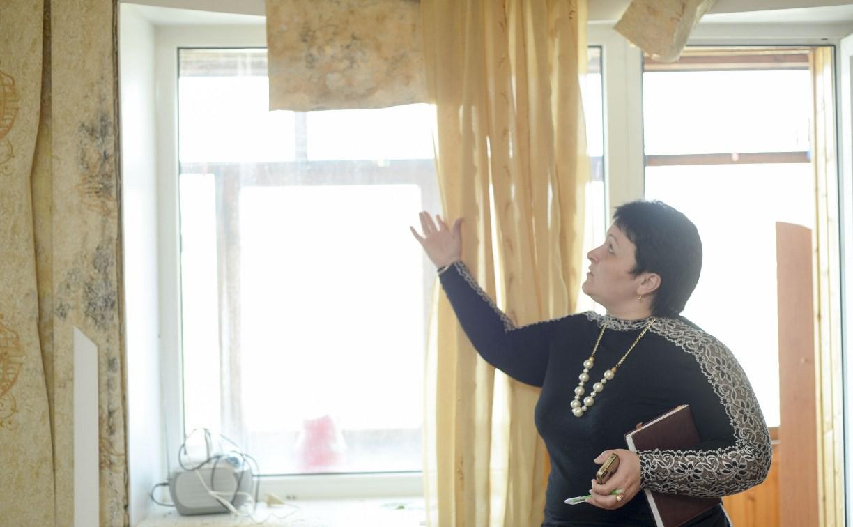 В Туле в квартире пенсионерки из-за протечек крыши отвалилась штукатурка
