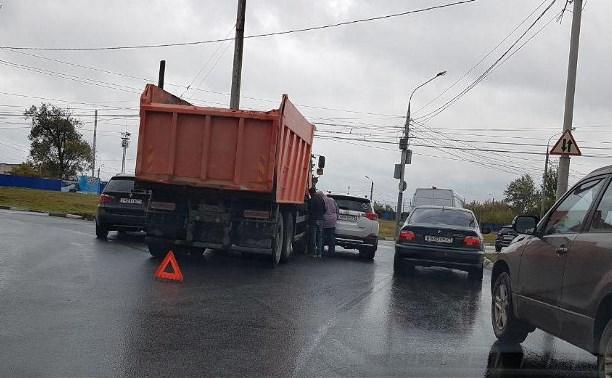 В Туле из-за ДТП на ул. Ложевой образовалась пробка