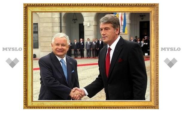 Качиньский осудил присвоение Бандере звания Героя Украины