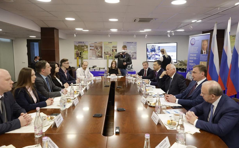 Глава «Ростеха» Сергей Чемезов и Алексей Дюмин встретились с молодыми учеными области
