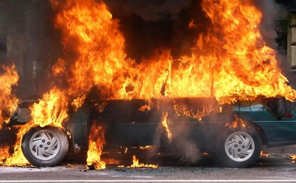 В Тульской области подожгли автомобиль