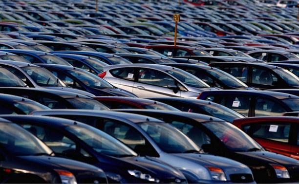 Продажи новых автомобилей в России сократились на 43%