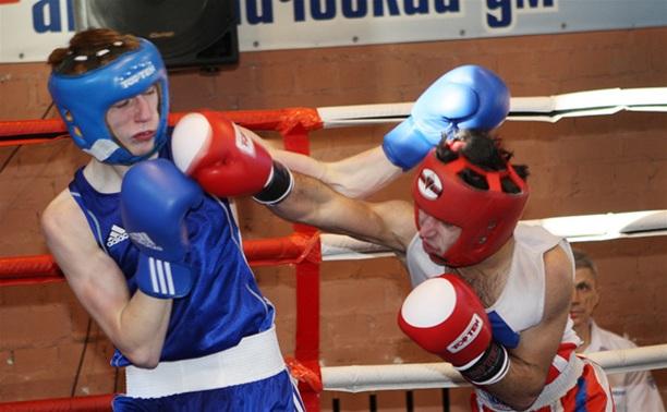Юный тульский боксер вышел в финал первенства округа
