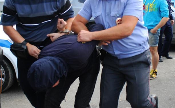 На улице в Туле избили сотрудника ГИБДД