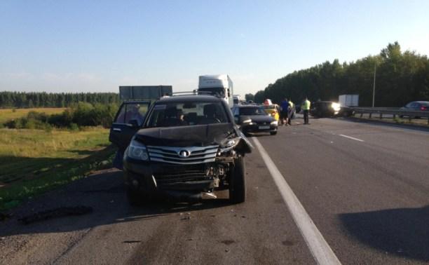 В аварии на трассе М4 пострадали шесть человек
