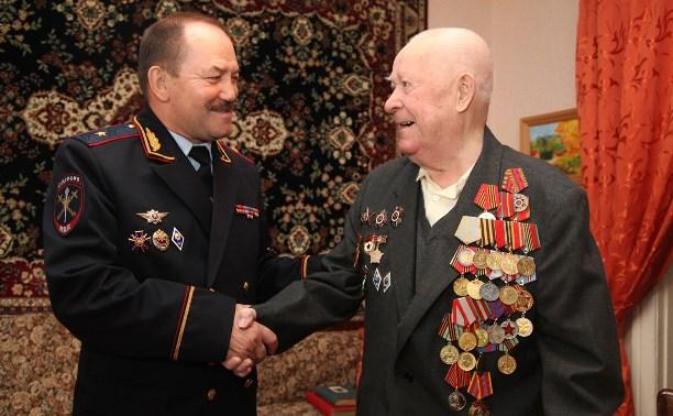 Глава тульской полиции посетил ветеранов Великой Отечественной войны и ОВД