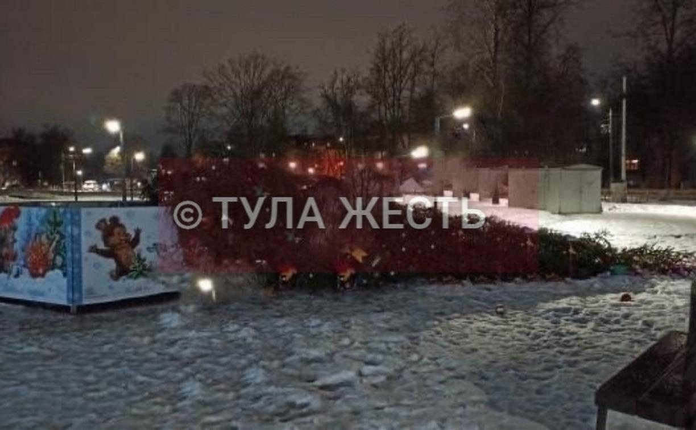 В Кировском сквере рухнула новогодняя ёлка
