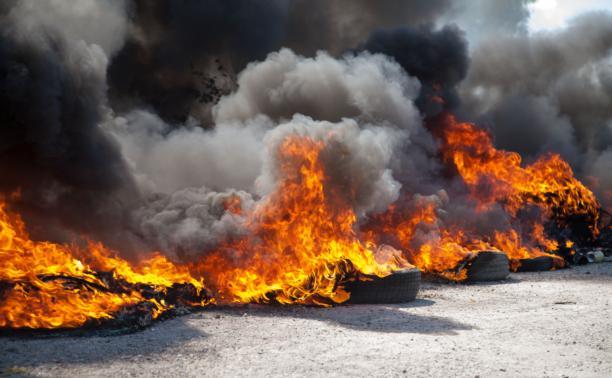 Тульские пожарные спасли от огня гаражный кооператив